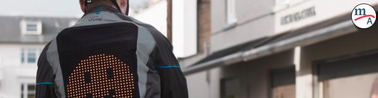 Ford diseñó una chamarra para que ciclistas y conductores se comuniquen en las calles