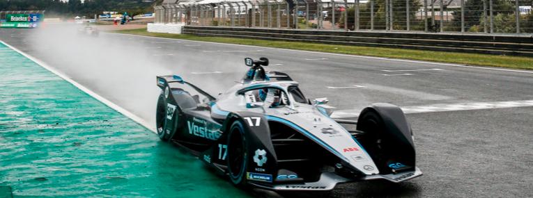 Nyck de Vries ganó una alocada carrera bajo la lluvia
