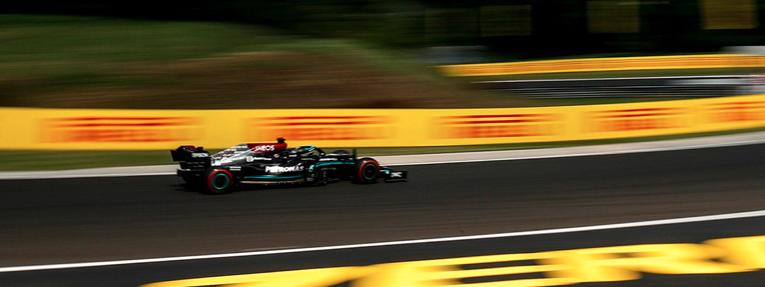 Hamilton logró la pole y arrancará con amarillos