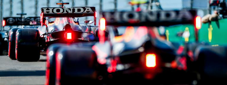 Los dos Red Bull en la segunda fila