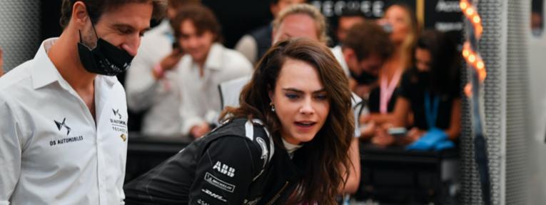 """Cara Delevingne y la """"increíble experiencia"""" de conducir un Fórmula E"""
