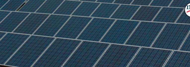 Se podrían equipar las azoteas del mundo con paneles solares, BNEF